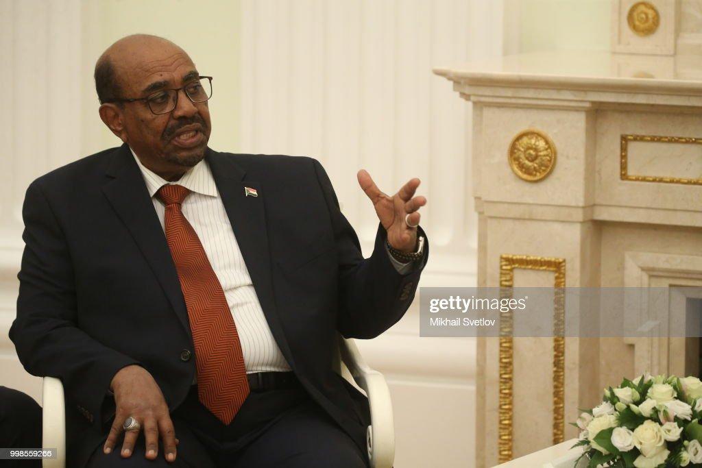 Russian President Vladimir Putin receives President of Sudan Omar al-Bashir at the Kremlin : News Photo