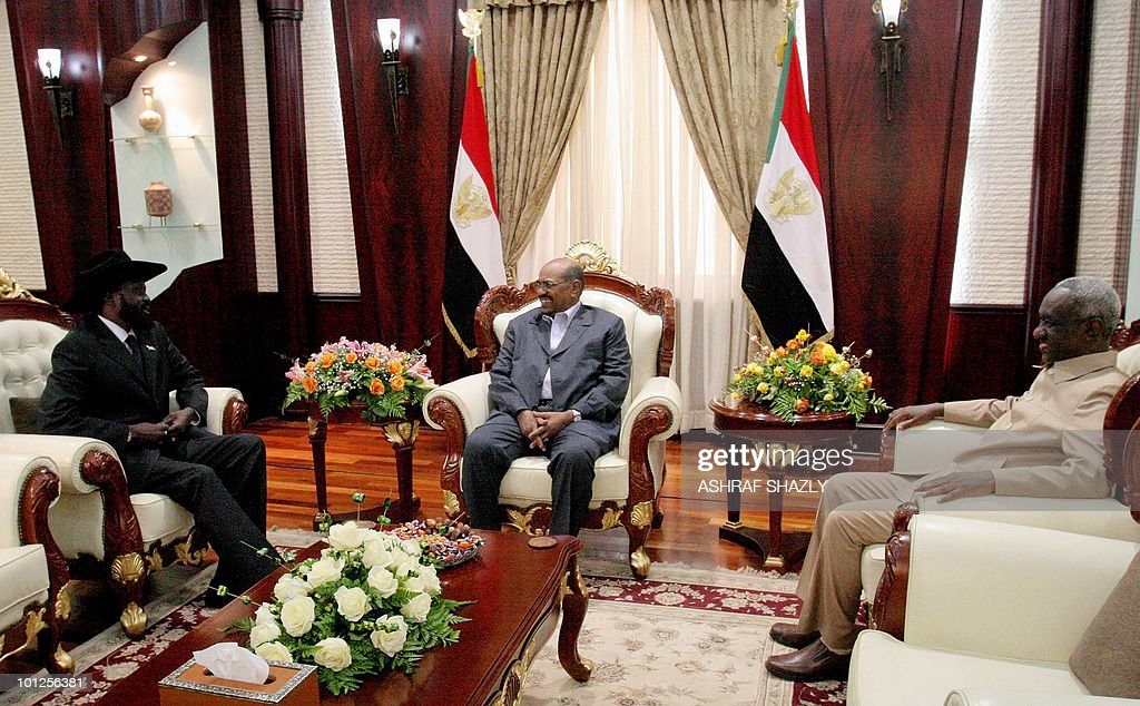 Sudanese President Omar al-Beshir (C) meets with First Vice President Salva Kiir (L), who heads Sudan's former rebel SPLM, and Second Vice President Ali Osman Taha after a swearing in ceremony for the two vice presidents at the persidential palace in Khartoum on May 29, 2010, following last month's elections in which veteran President Omar al-Beshir, who faces international war crimes charges, was reelected for a new five-year term.