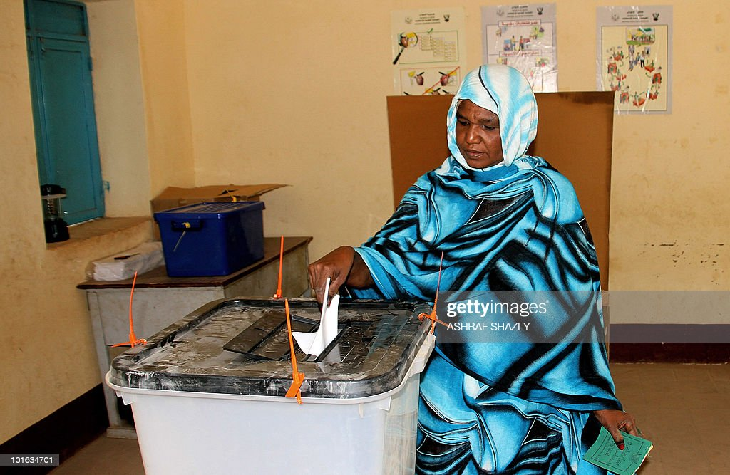 A Sudanese woman casts her ballot at a voting station in Khartoum on June 5, 2010 during a re-election in some geographical constituencies for the Sudanese parliament.