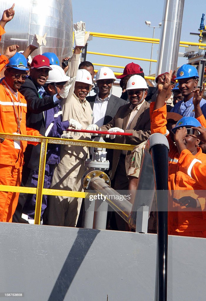 Sudan's President Omar al-Bashir (C) inaugurates the Hadida oil field located on the border between East Darfur state and South Kordofan, the country's main oil-producing area, on December 27 , 2012. This field is the second new oil field to be opened in Sudan in a week, as the country struggles to make up for the loss of billions of dollars in oil revenues lost when South Sudan separated.