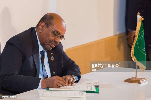 Sudan's President Omar alBashir signs an agreement for establishing the African Continental Free Trade Area during the African Union Summit in Kigali...