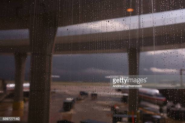 A sudden lighting storm grounds all planes at Dallas International airport