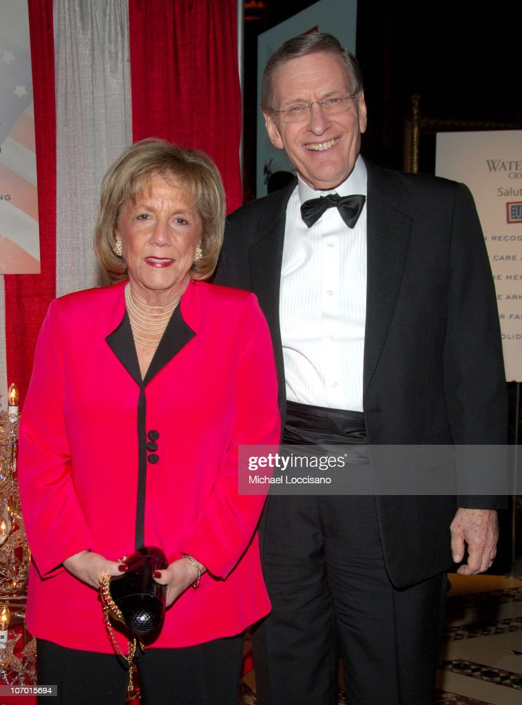 Jon Voight Hosts the USO of Metropolitain New York 45th Annual Armed Forces