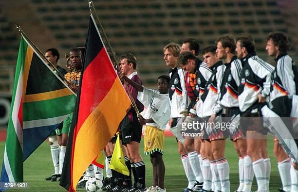 FUSSBALL Laenderspiel RSA GER 00 151295 Suedafrika Deutschland Mannschaften