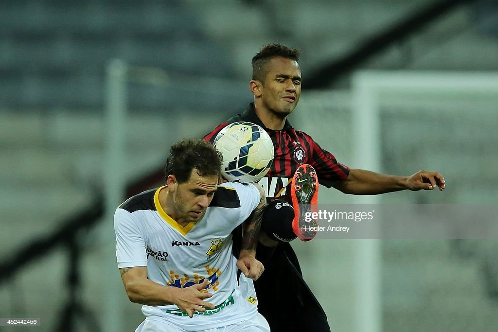 Sueliton of Atletico-PR competes for the ball with Silvinho of Criciuma during the match between Atletico-PR and Criciuma for the Brazilian Series A 2014 at Arena da Baixada on July 20, 2014 in Curitiba, Brazil.