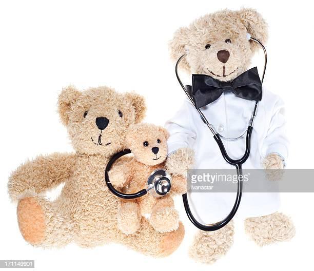 Souffrance joli ours en peluche malade à l'hôpital