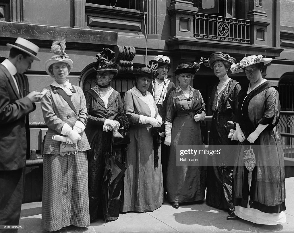 Suffrage Women Posing for Camera : News Photo