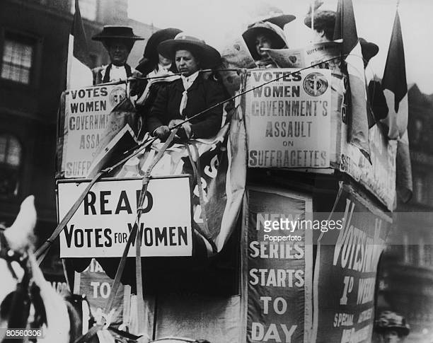 Suffragettes campaigning in London 1910