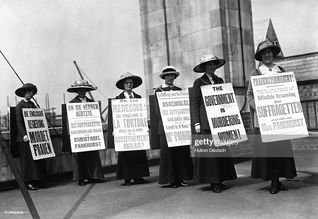Suffragette Sandwich Women : News Photo