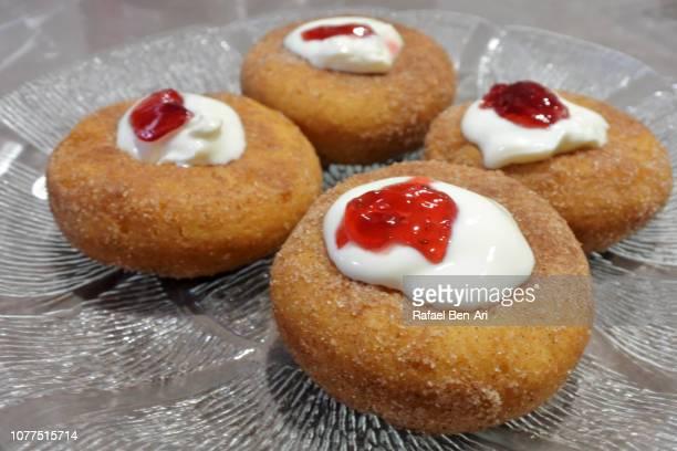 sufganiyah jelly doughnut eaten in jewish festival of hanukkah - rafael ben ari imagens e fotografias de stock