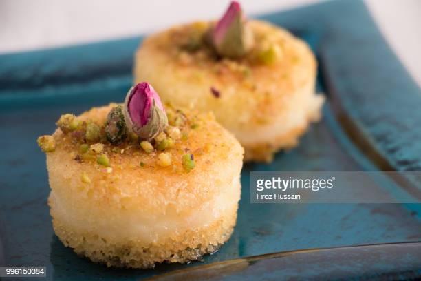 sugar cake - comida flores fotografías e imágenes de stock