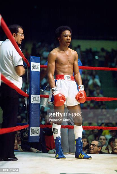 Sugar Ray Leonard right stands in his corner with trainer Angelo Dundee left during a scheduled six round welterweight fight against Luis Vega...