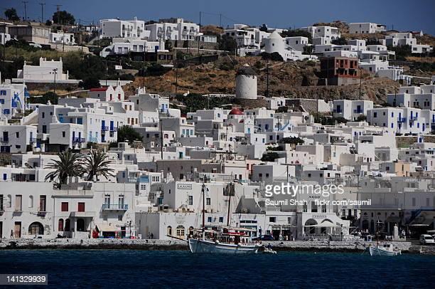 sugarcube town of mykonos - ver a hora stockfoto's en -beelden