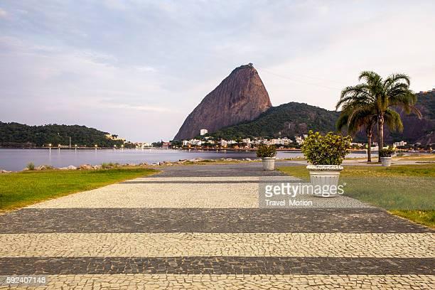 sugarloaf mountain from flamengo park, rio de janeiro - rio de janeiro imagens e fotografias de stock