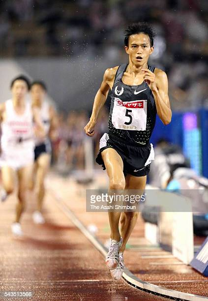 Suguru Osako competes in the Men's 10000m during day one of the 100th Japan National Athletic Championships at the Paroma Mizuho Stadium on June 24...