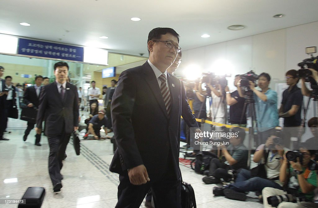 Suh Ho, the head of South Korea's working-level delegation leaves for meeting, at the customs, immigration and quarantine office on July 10, 2013 in Paju, South Korea. Government officals and business leaders from North and South Korea will hold talks today to discuss resuming operations at the Kaesong Joint Industrial Park 10 kilometres north of the border. North Korea withdrew over 50,00 of it's staff from the factories owned by Seoul in April of this year, and South Korea removed managers in May, during the height of tensions between the two nations.