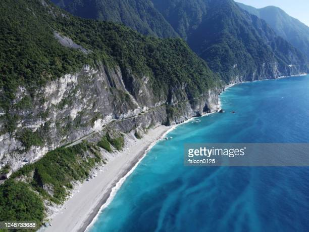 suhua highway and chingshui cliffs in taiwan - hualien county stock pictures, royalty-free photos & images