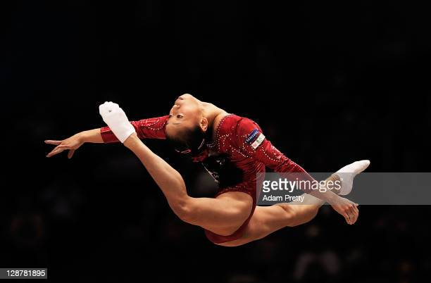 Sui Lu of China competes on the Floor aparatus in the Women's qualification during day two of the Artistic Gymnastics World Championships Tokyo 2011...