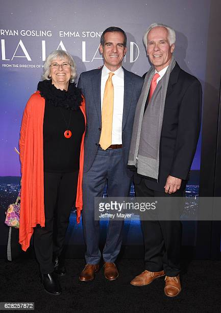 Sukey Garcetti Los Angeles Mayor Eric Garcetti and former District Attorney Gil Garcetti arrive at the Premiere Of Lionsgate's 'La La Land' at Mann...