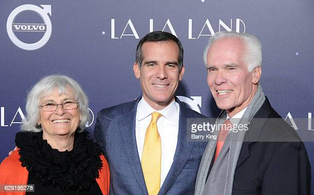 Sukey Garcetti Los Angeles Mayor Eric Garcetti and former District Attorney Gil Garcetti attend the premiere of Lionsgate's 'La La Land' at Mann...
