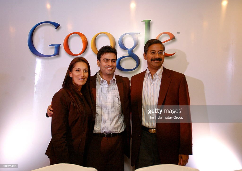 Sukhinder Singh Cassidy (L), Vice-President, Asia-Pacific and Latin America Operations, Google Inc with Ashish Kashyap (C), Country Head, India Sales and Operations, Google Online India, Ram Shriram, Founder and Managing Partner Sherpalo Ventures, Poses i : News Photo