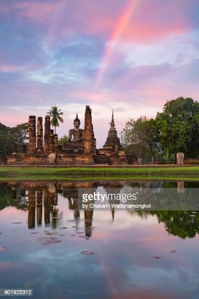 sukhothai historical park - sukhothai stockfoto's en -beelden