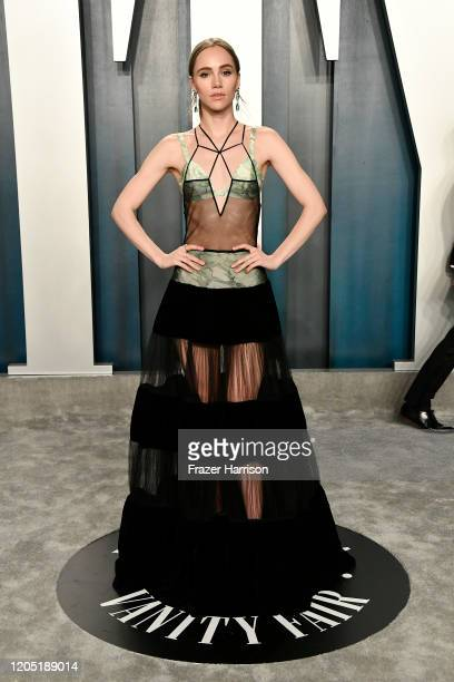 Suki Waterhouse attends the 2020 Vanity Fair Oscar Party hosted by Radhika Jones at Wallis Annenberg Center for the Performing Arts on February 09...