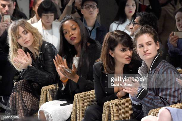 Suki Waterhouse Naomi Campbell Penelope Cruz and Helouise Letissier wearing Burberry attend the Burberry February 2017 Show during London Fashion...