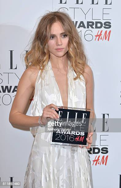 Suki Waterhouse poses with her award for Breakthrough Star of The Year in the winners room at The Elle Style Awards 2016 on February 23 2016 in...