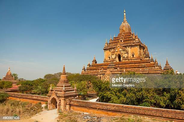 sulamani pahto temple and outside wall - merten snijders - fotografias e filmes do acervo