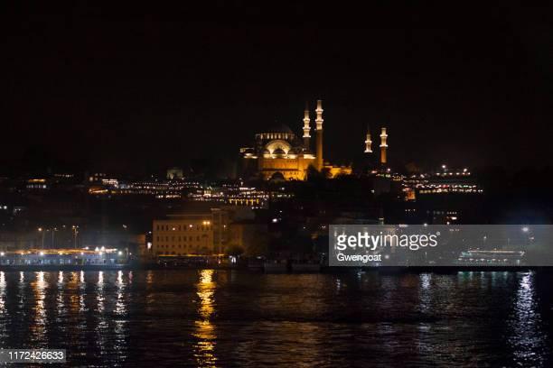 mezquita de suleymaniye por la noche en estambul - gwengoat fotografías e imágenes de stock