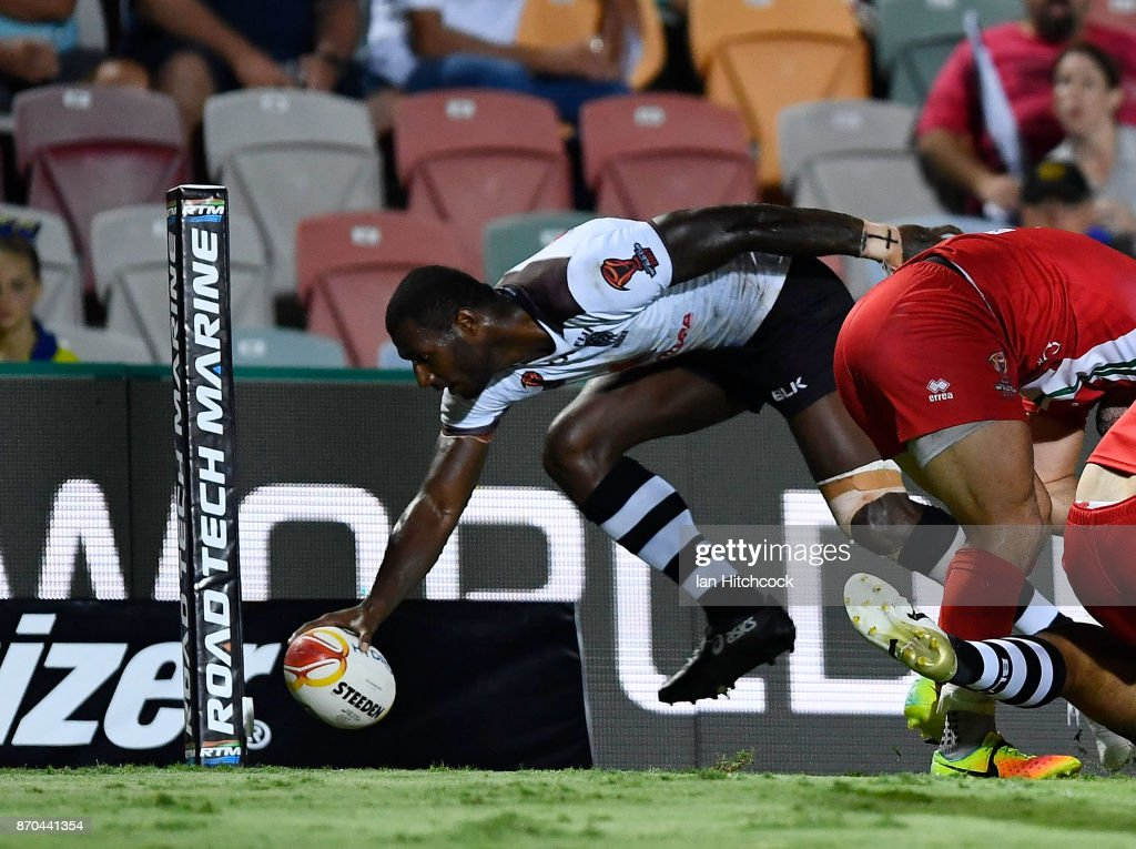 Suliasi Vunivalu of Fiji scores a try during the 2017 Rugby League World Cup match between Fiji and Wales at 1300SMILES Stadium on November 5, 2017 in Townsville, Australia.