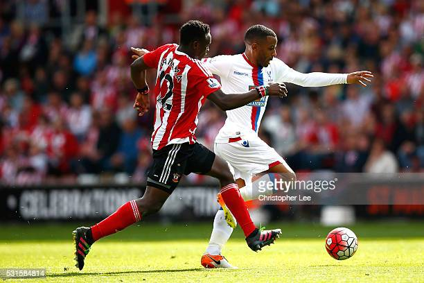 Sullay Kaikai of Crystal Palace and Victor Wanyama of Southampton compete for the ball during the Barclays Premier League match between Southampton...