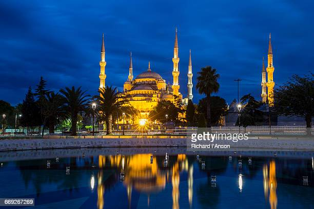 Sultan Ahmet Camii or Blue Mosque at dawn