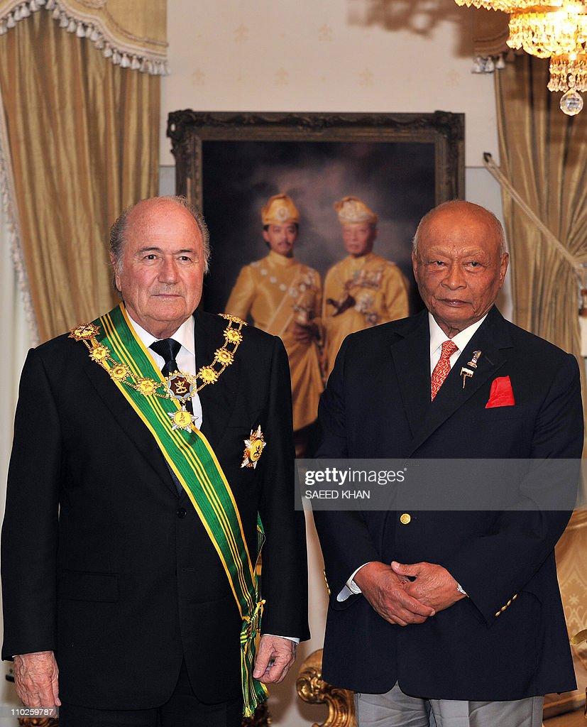 Sultan Haji Ahmad Shah (R), president of : Foto di attualità