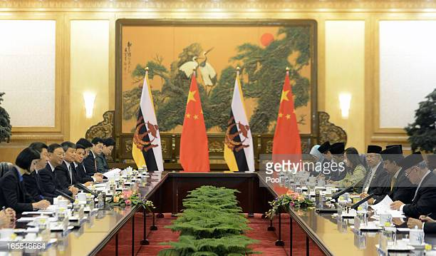 Sultan Hassanal Bolkiah of Brunei talks with Chinese President Xi Jinping during their meeting at the Great Hall of the People on April 5 2013 in...