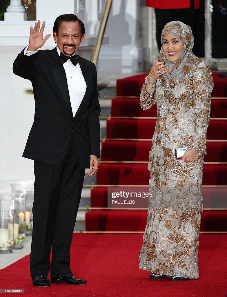 Sultan of Brunei Hassanal Bolkiah (L) po : News Photo