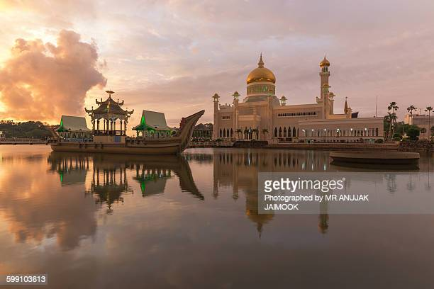 sultan omar ali saifuddien mosque, brunei - bandar seri begawan stock photos and pictures