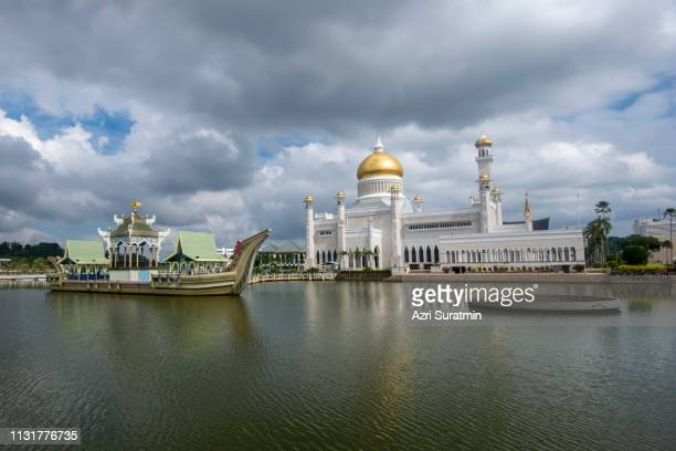 Sultan Omar Ali Saifuddien Mosque in Brunei during cloudy day. Considered as one of the most beautiful mosques in the Asia Pacific.