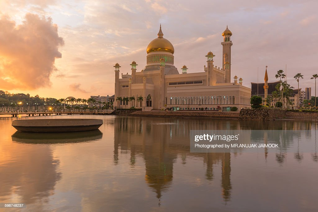 Sultan Omar Ali Saifuddien Mosque in Brunei : Stock Photo