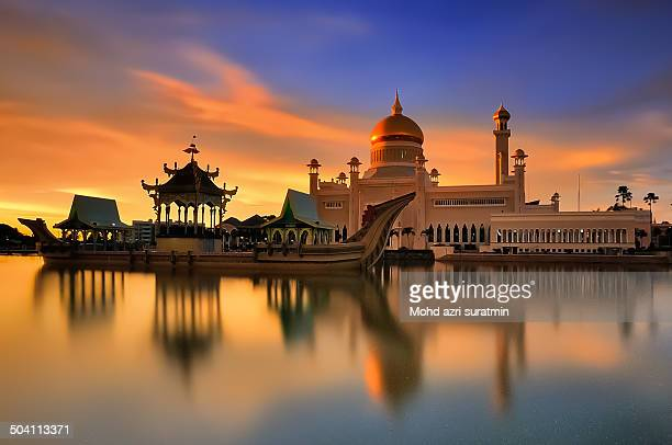 Sultan Omar Ali Saifuddien Mosque is an Islamic mosque located in Bandar Seri Begawan, the capital of the Sultanate of Brunei. Considered as one of...