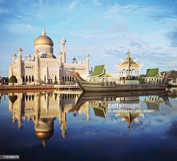 Sultan Omar Ali Saifuddin Mosque and the royal boat Brunei Town State of Brunei