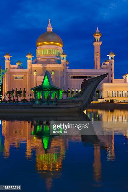Sultan Omar Ali Saifuddin Mosque & Ceremonial Ship
