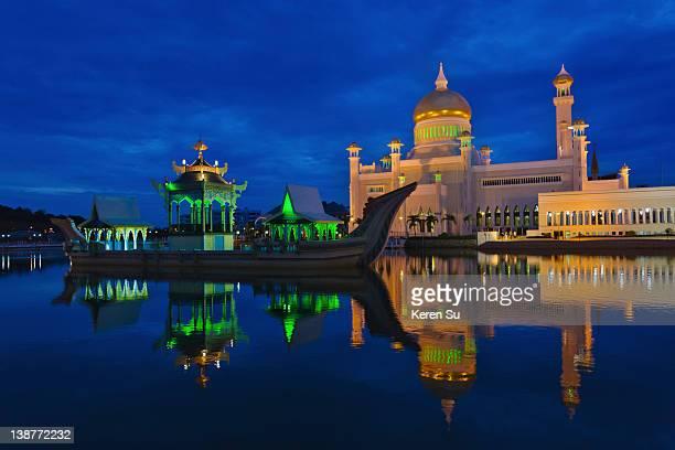 Sultan Omar Ali Saifuddin Mosque & Ceremonial Ship