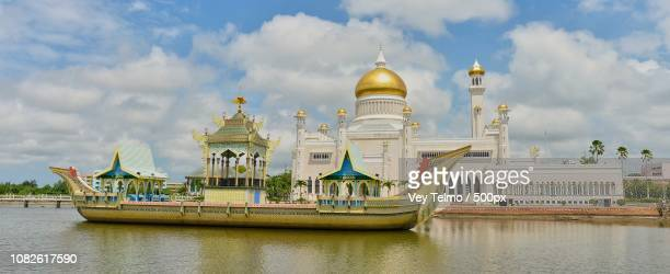 sultan omar ali saifuddin mosque - sultan omar ali saifuddin mosque stock pictures, royalty-free photos & images