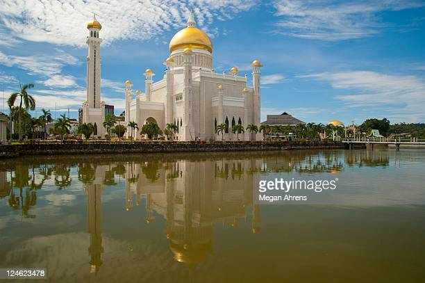 sultan omar ali saifuddin mosque - bandar seri begawan stock photos and pictures