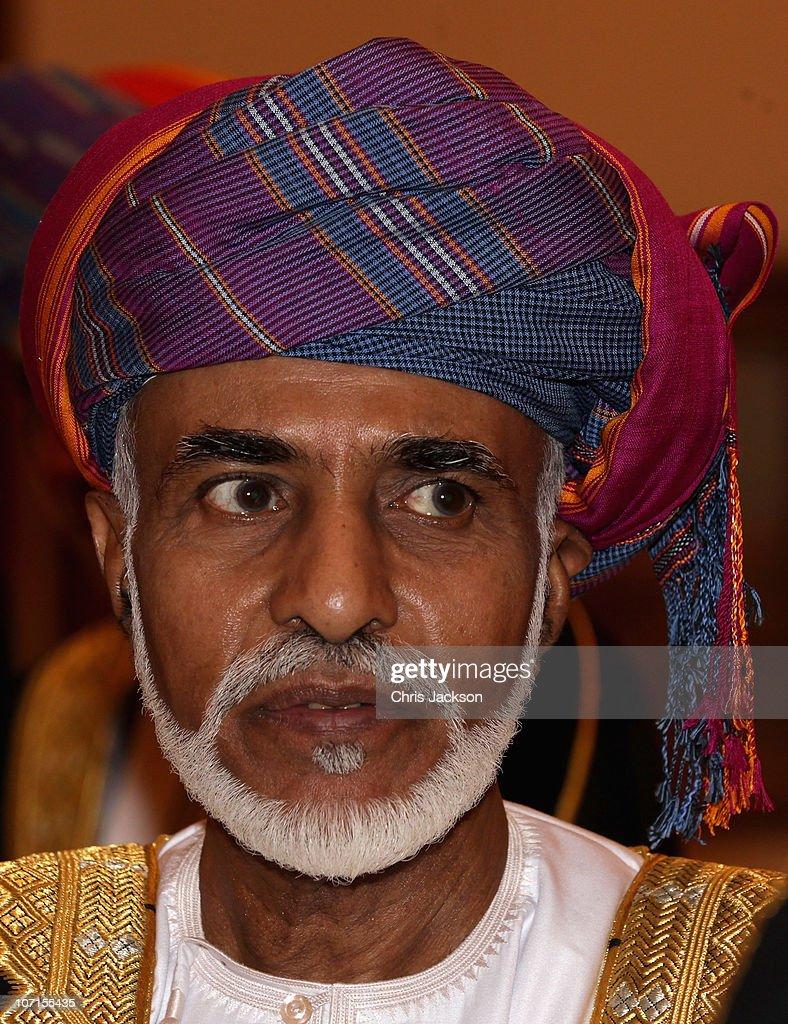 Queen Elizabeth II And Prince Philip Visit Visit Oman - Day 1 : Nachrichtenfoto