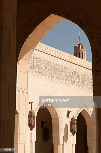 sultan qaboos grand mosque, courtyard. - qaboos bin said al said stock pictures, royalty-free photos & images