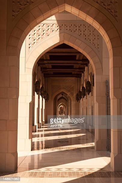 sultan qaboos grand mosque, courtyard walkway. - qaboos bin said al said stock pictures, royalty-free photos & images