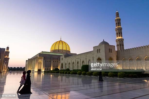 gran mezquita del sultán qaboos muscat - oman fotografías e imágenes de stock